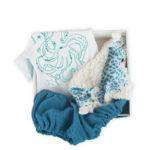 coffre-bebe-cadeau-de-naissance-made-in-france-coton-bio-bora-bleu-boite