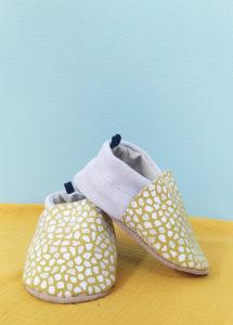 chaussons bébé cuir souple jaune