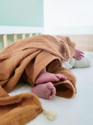 lange pour bebe en coton bio camel unisex
