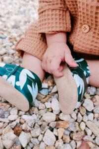 chaussons en cuir bebe kaki